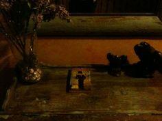 En un Hotel de Caspueñas, Guadalajara. El libro es la Profecía...
