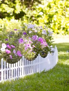 White picket fence in the garden, how cute! I love this look! I can just imagine there's an apple pie baking in the oven too! :) #whitepicketfence #garden