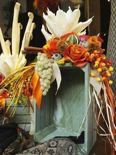 Composizione floreale per vetrina