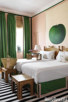 In a Florida pied-à-terre, walls inBenjamin Moore's Salmon Peach contrast with curtains in a green Norbar Fabrics linen and a Dash & Albert rug.