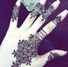 Stylish Henna Design-The mehndi design is very unique and trendy. This would be the modern accessory if you have to attend an event as a friend/ bridesmaid. Henna Hand Designs, Latest Finger Mehndi Designs, Pretty Henna Designs, Mehndi Designs For Girls, Mehndi Designs For Fingers, Mehndi Design Photos, Unique Mehndi Designs, Henna Tattoo Designs, Mehndi Images
