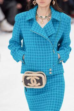 Chanel Fall 2019 Ready-to-Wear Fashion Show - Vogue Fashion Night, Fashion Show, Autumn Fashion, Fashion Outfits, Womens Fashion, Fashion Trends, Fashion Weeks, 50 Fashion, Fashion Styles