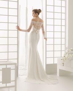 DADO traje de novia en encaje pedrería y crepe.