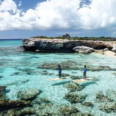 Paddle the turquoise seas. Seeing is believing.  @bigblueunlimited #turksandcaicos . . . #sup #standuppaddle #standuppaddleboard #suplife #paddleboard #standupsurf #standupboards #paddleboarding #standuppaddlesurfing #travel #destinations #happy #paddleboarding #neverstopexploring #adventure #smile #happy #supsurf