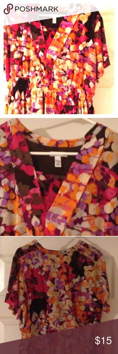 "Croft & Barrow Multi Color Plus Size Top (1x) Croft & Barrow V neck Multi Color Polyester short sleeve Floral Blouse with Nylon Brown inner lining (underarm to underarm 23"", shoulder to shoulder 18"", front length 22"", back length 27"", & waist is elastic) very nice and flowy blouse that stretches Tops Blouses"