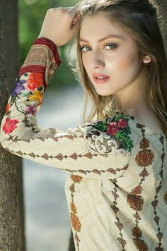 Now that's one Pretty Woman Most Beautiful Faces, Beautiful Girl Image, Beautiful Celebrities, Beautiful Eyes, Beautiful Actresses, Gorgeous Women, Beautiful People, India Beauty, Beautiful Indian Actress