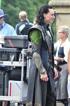 Tom Hiddleston and Chris Hemsworth on the Set of The Avengers on September 2, 2011 in New York City [HQ]