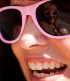 """Høsten se suma al rosa. El próximo 19 de octubre se celebra el Día Contra el Cáncer de Mama  como recordatorio del compromiso de toda la sociedad en la lucha contra el cáncer de mama. En Høsten lo celebramos apoyando la campaña """"Súmate al rosa"""" de la Asociación Española Contra el Cáncer. Durante esta semana repartiremos material informativo y además venderemos* en nuestras tiendas las gafas rosas de la AECC."""