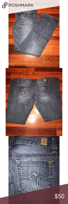 🎀💕Guess Jeans🎀💕 Super comfy and stylish Guess jeans. Only worn a few times. Good condition. No rips or stains 🎈🎉🎈🎉!!! Smoke free home 🏡 Guess Jeans Boot Cut