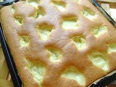 Πρωτότυπο, πανεύκολο και γευστικότατο κέικ με κρέμα για να συνοδεύσετε τον καφέ σας! Υλικά για την κρέμα Γάλα 500ml Αυγό 1 σε θερμοκρασία δωματίου Ζάχαρη 120 γρμ. Αλεύρι 60 γρμ. Ξύσμα ενός λεμονιού 4 τμχ. Βανίλια σκόνη Υλικά για τη βάση Αλεύρι 300 γρμ. Ζάχαρη 200 γρμ. Αυγά 4 τμχ. σε θερμοκρασία δωματίου Ηλιέλαιο 130 ml … Greek Desserts, Cookie Desserts, Greek Recipes, Cooking Cake, Cooking Recipes, Greek Cake, Cake Recipes, Dessert Recipes, Pie Cake