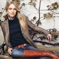 Riverwoods Online Shop Damenbekleidung bestellen Tweed blazer* navy cable knit* button down* denim and riding boots for the preppiest fall outfit ever Style Preppy Outfits, Mode Outfits, Classy Outfits, Fashion Outfits, Womens Fashion, Fashion Trends, Women's Preppy Style, Classy Clothes, Preppy College Style