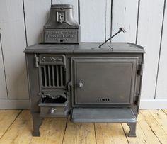 https://i.pinimg.com/236x/b7/cc/4b/b7cc4b49c0f695813831901f3931a03e--portable-stove-antique-stove.jpg?b=t