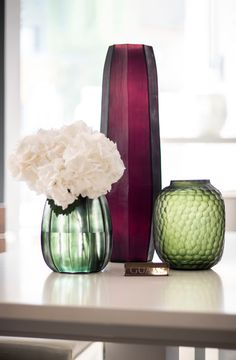 The interior decoration object Guaxs KOONAM TALL Amethyst is made from mouthblown glass and covered with a handcut surface.Utilising the expertise of skilled glassworkers, this decorative vase takes shape in workshops of true artisans. Vases Decor, Home Decor Inspiration, Flower Arrangements, Beautiful Homes, Amethyst, Interior Decorating, Artisan, Surface, Shapes