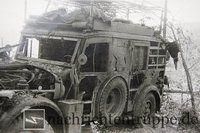 Russlandfeldzug 1942 - Dieses KFZ 17 hat es nach unmittelbarem Einschlag einer Granate schwer erwischt - Totalschaden!