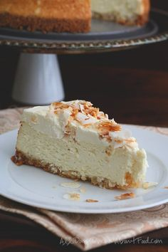 A slice of sugar free coconut cheesecake on a white plate Sugar Free Desserts, Sugar Free Recipes, Gluten Free Desserts, Just Desserts, Low Carb Recipes, Sweet Recipes, Delicious Desserts, Cooking Recipes, Top Recipes