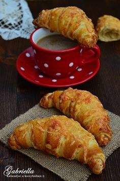 A legomlósabb linzer My Recipes, Baking Recipes, Cake Recipes, Snack Recipes, Dessert Recipes, Croatian Recipes, Hungarian Recipes, Salty Snacks, Winter Food