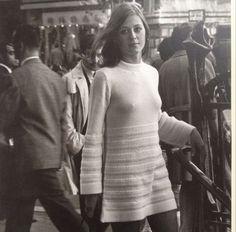 """callemodista: """" Robert Doisneau. Paris photo from 1969. From the 1994 La Jeune Fille dans La Ville. """""""