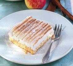 Zimt-Apfel-Schnitte mit QimiQ - für das ausführliche Rezept auf das Bild klicken! Köstliche Desserts, Delicious Desserts, Dessert Recipes, Food Porn, Jewish Recipes, Raw Vegan Recipes, Vanilla Cake, Deserts, Food And Drink