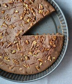 Kávový koláč s orechmi, kvapkou medu a vôňou škorice aj bezlepkový variant :: Fit-way.sk Pie, Candy, Chocolate, Desserts, Food, Torte, Tailgate Desserts, Cake, Deserts
