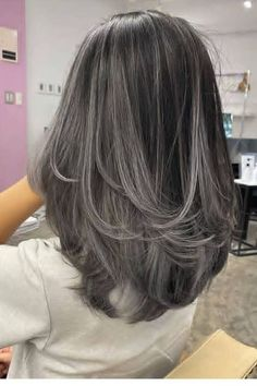 Medium Short Hair, Medium Hair Cuts, Medium Hair Styles, Short Hair Styles, Brown Hair With Silver Highlights, Hair Highlights, Henna Hair Color, Hair Dye Colors, Dyed Natural Hair