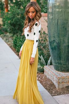 Another darling combination. Love the hair too. With maxis, pay extra attention to silhouette. | 17 Super Useful Styling Tips For Women Under 5'4