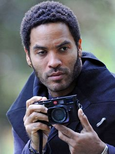 """*With his new book """"Flash,"""" rock singer Lenny Kravitz makes his mark in a new arena of the creative arts. During his childhood, Kravitz was enthralled by ca Lenny Kravitz, Celebrity Photographers, Famous Photographers, Robert Frank, Photography Camera, Vision Photography, Vintage Cameras, People, American Singers"""