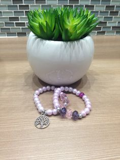 Set de pulseras color lavanda, árbol de la vida. Bello!!!  Hand made creaciones by Zoe!