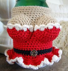 Halager: DIY - Canned Cover with Costumes Holiday Crochet, Crochet Gifts, Crochet Yarn, Crochet Mittens Free Pattern, Free Crochet, Crochet Patterns, Crochet Cup Cozy, Crochet Angels, Crochet Humor