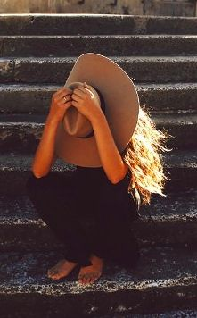 big hat , brown skin, sun kissed hair... absolutely