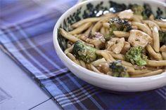 Σκιουφιχτά με κοτόπουλο, μπρόκολο και καπνιστό τυρί Spaghetti, Cooking Recipes, Meat, Chicken, Ethnic Recipes, Food, Cooker Recipes, Chef Recipes, Meals