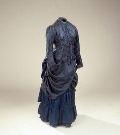 Fra Danmarks Nyere Tids samling: Tournurekjole, blå, 1880erne, for