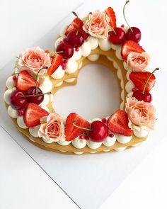Menu Saint Valentin, Biscuit Cake, Pink Foods, Number Cakes, Birthday Cake Decorating, Drip Cakes, Love Valentines, Tarts, Biscuits