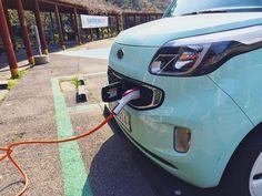 제주도가 2035년까지 'Carbon Free' 를 실현한다는 것 같아요. 전기차가 꽤 많이 보이고 지금 이 사진처럼 충전소/전기 자동차 전용 주차장도 많이 보이고요 #레이 #전기자동차 #전기차 #제주도여행 #차스타그램 #electricvehicle #kiaray #ray #carporn #carspotting by diecast_kr