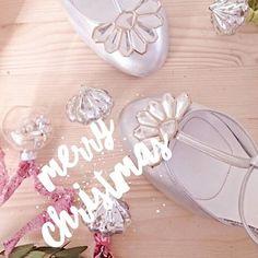 MERRY CHRISTMAS EVERYONE       #merleandmorris #bridalshoes #madeinUK #bridalstyle #shoeaddiction #luxuryshoes #bridalmusings #bohobride #weddinggoals #shoegoals #iftheshoefits #luxurybride #alternativestyle #shoesday #bridalmusings #londonbride#shoesofinstagram #instawomen #brideinspiration #londonwedding #loveauthentic #shoeaddict #rocknroll #rocknrollbride #vintagewedding