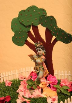 Posts about Krishna Janmasthami 2016 written by Nima Janamashtami Decoration Ideas, Decoration For Ganpati, Board Decoration, School Decorations, Festival Decorations, Mandir Decoration, Decorating Ideas, Paper Flowers Craft, Flower Crafts