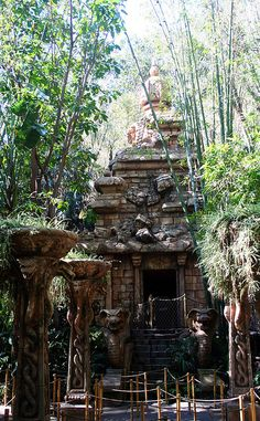 Indiana Jones and the Temple of the Forbidden Eye this would be cool look to have in the backyard.