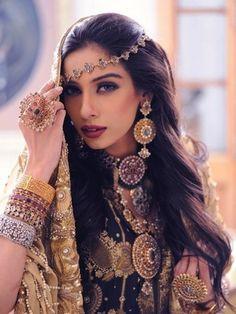 arab gipsy beauty in traditional turkish dress (via GirlOfIstanbul.tumblr 28262936819)