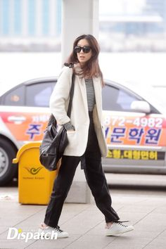 "[현장포토] ""신발끈이 풀려도""…정려원, 해맑은 달리기 :: 네이버 TV연예 Look Fashion, Spring Fashion, Jung Ryeo Won, Airport Look, Daily Look, Business Casual, Casual Chic, Style Guides, Black Pants"