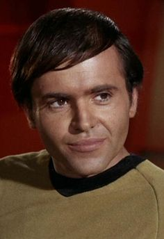 Pavel Chekov / Walter Koenig - Star Trek: The Original Series, oficial artillero jefe de la nave USS Enterprise