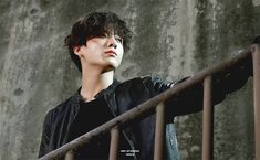 Animated gif uploaded by ɢᴏʟᴅᴇɴ ɪᴅᴏʟ⁷. Find images and videos about gif, bts and jungkook on We Heart It - the app to get lost in what you love. Foto Jungkook, Foto Bts, Bts Bangtan Boy, Jimin, Taekook, Mixtape, Fanfiction, Jeongguk Jeon, Les Bts