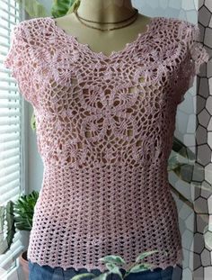 Hello!!! Look at that charm sleeveless blouse with sleeves and other ... and the point is very beautiful !!!!. Very easy to do, fol...