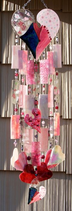 Fused Stained Glass Wind Chime - Hearts by Kirks Glass Art ~ Ʀεƥɪאאεð вƴ ╭ Fused Glass Art, Stained Glass Art, Mosaic Glass, Dichroic Glass, Diy Wind Chimes, Glass Wind Chimes, Stained Glass Projects, Stained Glass Patterns, Blowin' In The Wind