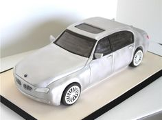 This car cake looks very realistic!