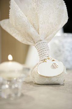 μπομπονιερα απο αναγλυφο υφασμα Wedding Favor Bags, Wedding Party Favors, Wedding Decorations, Wedding Story, Our Wedding, Grecian Wedding, Chocolate Wrapping, Crochet Wedding, Homemade Soap Recipes
