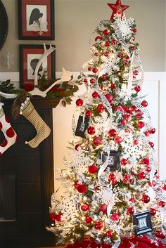 Some cool and affordable ideas for decorating a Christmas tree.  Too bad I don't have room for one this year.