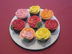 red and white swirl icing for cupcakes - Google Search