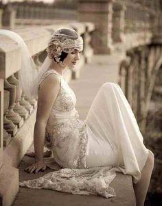 Beautiful 1920s style wedding dress & veil