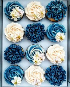 45 Totally Unique Wedding Cupcake Ideas Wanting some uniqueness to your wedding treats? We have a list of the unique wedding cupcake ideas! Read the post! Cute Cakes, Pretty Cakes, Beautiful Cakes, Amazing Cakes, Yummy Cakes, Delicious Cupcakes, Delicious Desserts, Cupcakes Flores, Flower Cupcakes