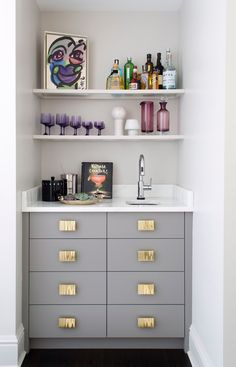 Gray and gold wet bar with open shelving | D2 Interieurs