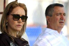 NUNCA ME HE METIDO EN LA CANCHA: ANGÉLICA FUENTES La empresaria desmiente a su aún esposo Jorge Vergara y asegura que jamás interfirió en contrataciones de Chivas; dice que sus diferencias no son recientes.